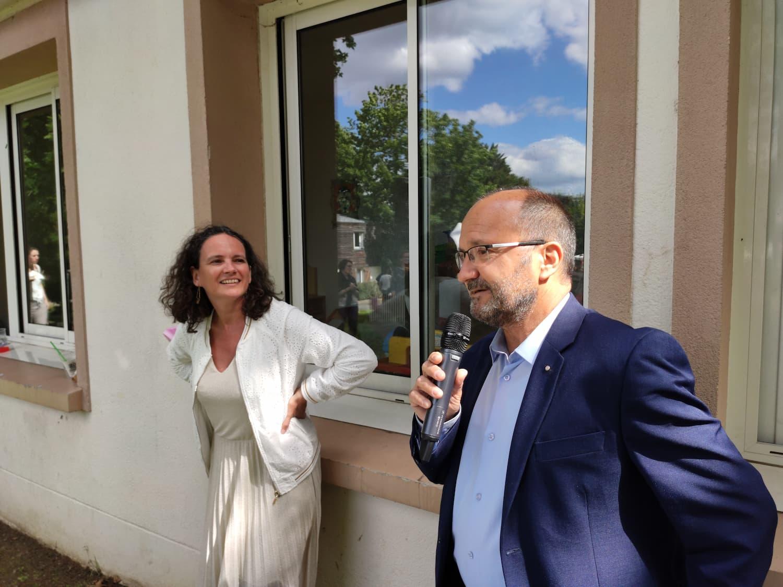 Marie Henni, directrice du Village, et Karl Dirat, maire de Villabé