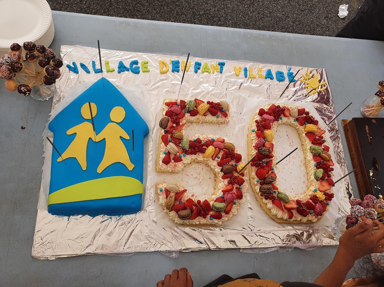 Gâteau d'anniversaire confectionné par Cécilia, une assistante de maison familiale