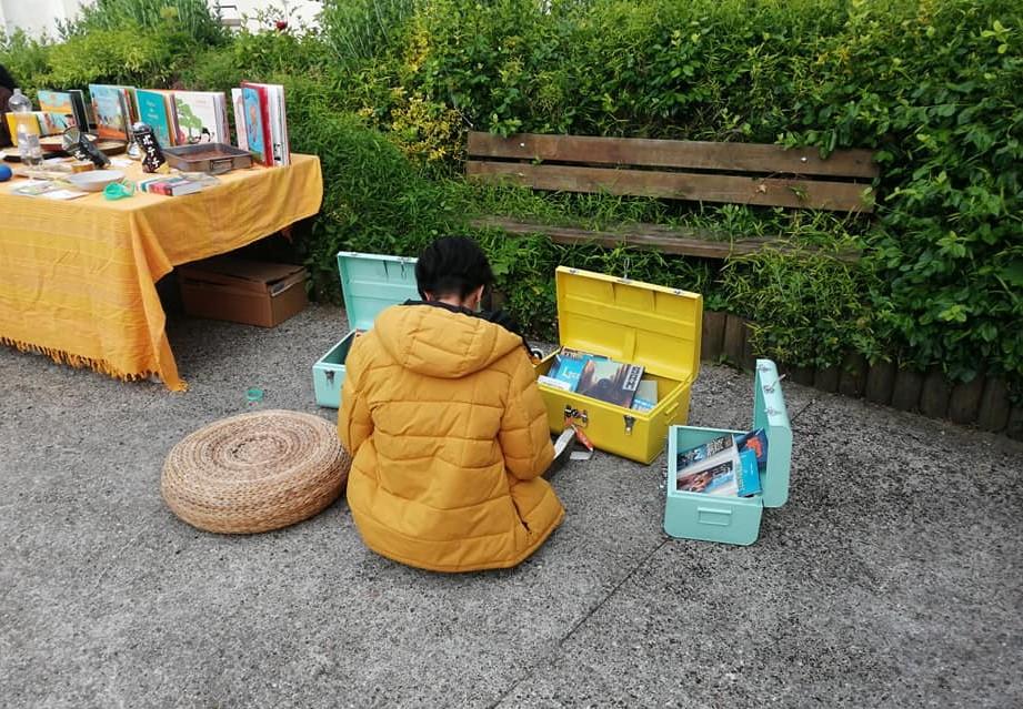 Les malles de livres au Foyer du Phare